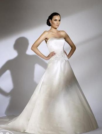 Jacquelin Exclusive bridal dress 19848 by House of Wu